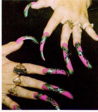 Страшный дизайн на ногтях