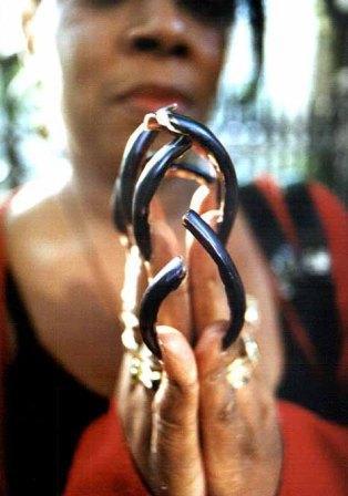 Ногти длинные крутяться