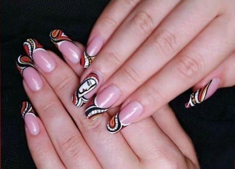 Дизайн ногтей формы сквоовал