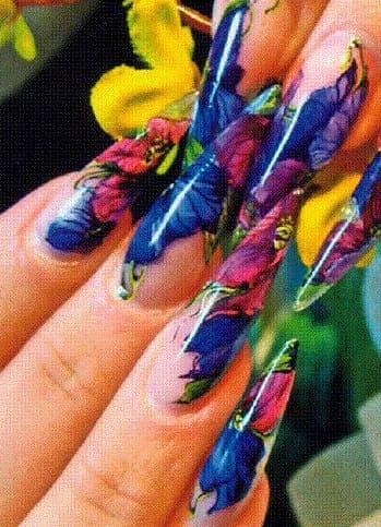 Пример акварельного дизайна ногтей