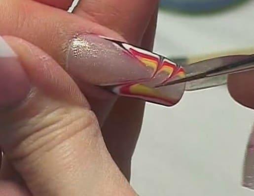 Роспись ногтей цветным гелем