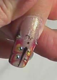 Дизайн ногтей в виде крыльев бабочки