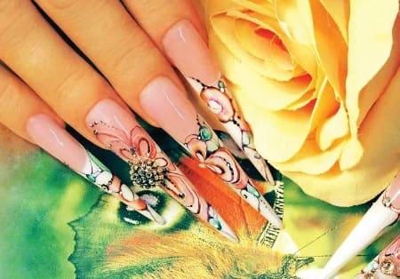 Пример абстрактного дизайна ногтей акварелью