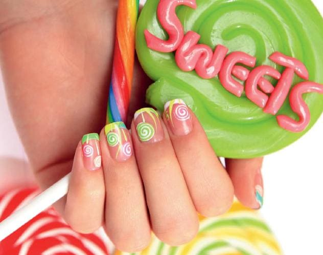Яркий дизайн ногтей  френч