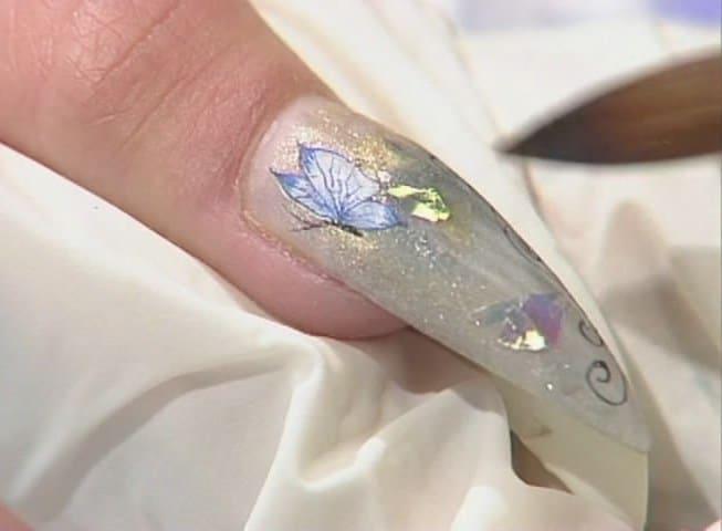 Видео дизайна ногтей с красками