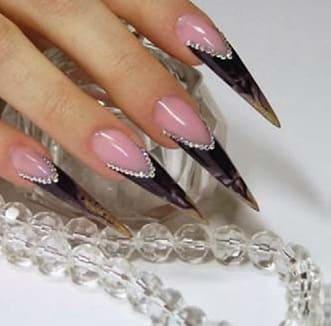 Форма ногтей Готический стилет