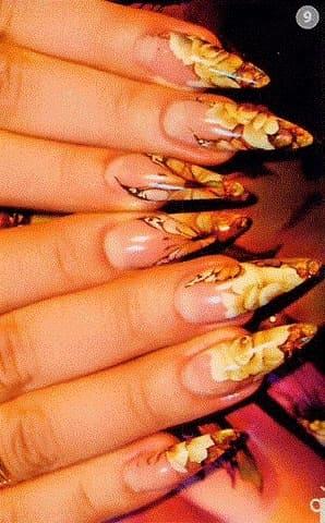 Размывание акварели в дизайне ногтей